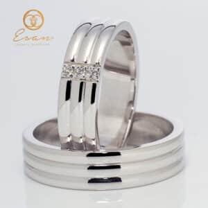 din aur alb cu trei diamante ESV150