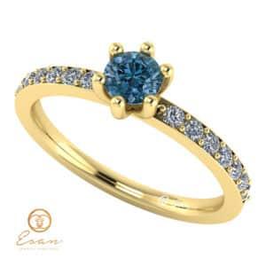 Inel de logodna din aur cu diamant albastru si diamante incolore ES118