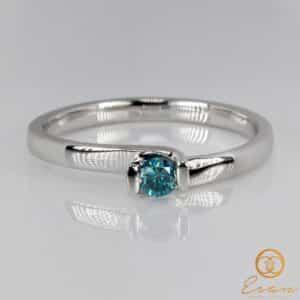 Inel din aur cu diamant albastru